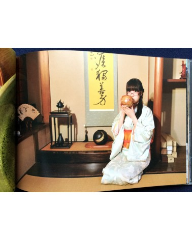 Kenichi Murata - Upskirt Voyeur: The Sexy World of Japanese Girls - 2012